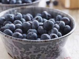 Dyeing-Easter-Eggs-blueberries-sl