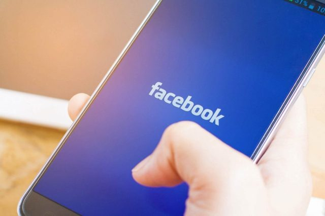 """Facebook-Just-Launched-a-""""Snooze""""-Button—Here's-What-It-Does_513302824_I-AM-NIKOM"""