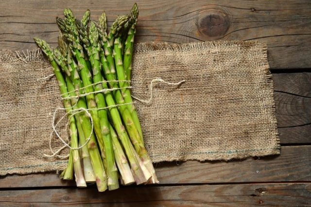 Asparagus  Thes are Foods that can give you a body Odour 05 Asparagus Foods that Could Secretly Be Giving You Body Odor 347859239 Suto Norbert Zsolt 760x506