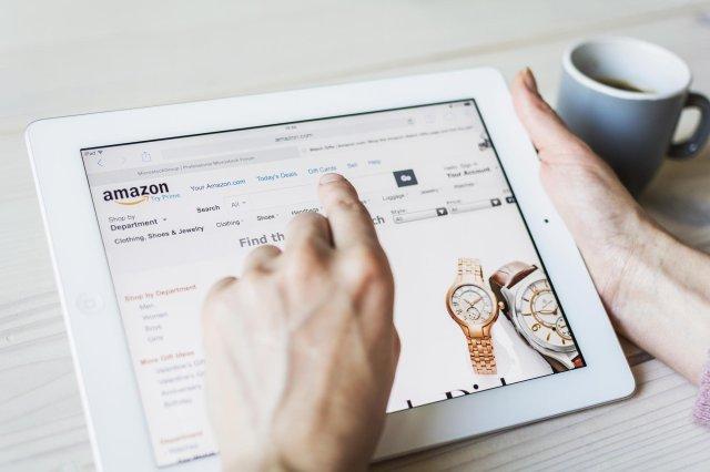 browsing an online market