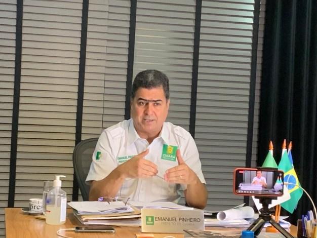 Emanuel Pinheiro durante Live