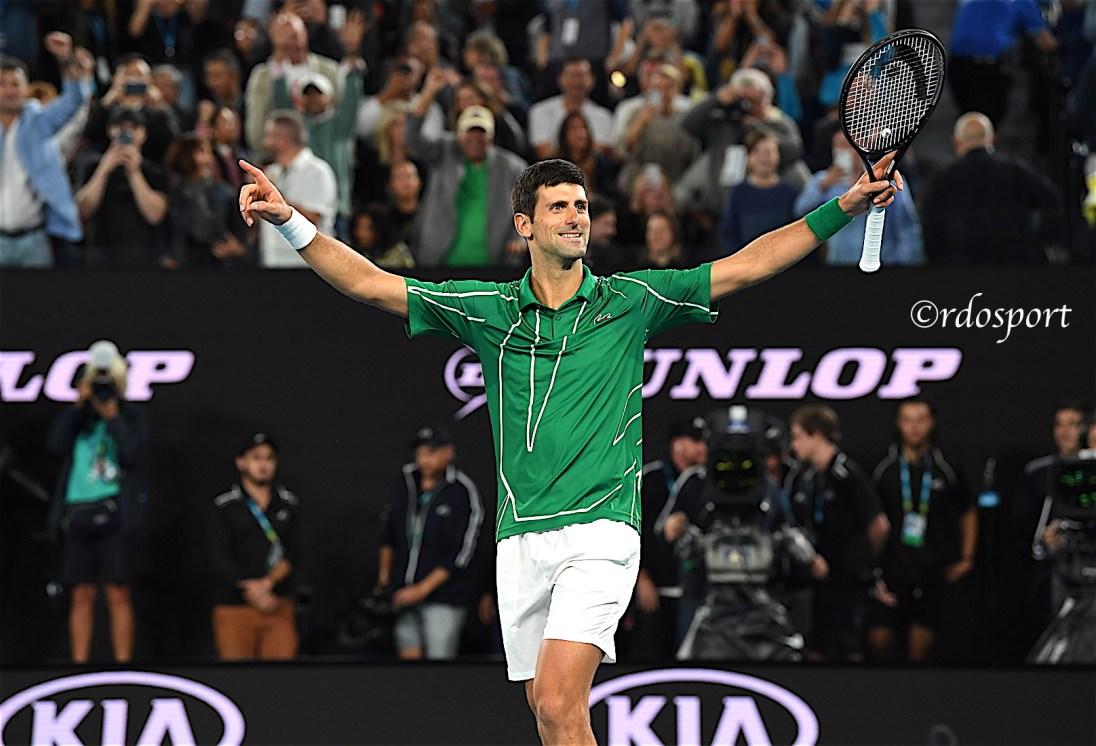 Djokovic mani al cielo- Melbourne 2020 - foto di Roberto Dell'Olivo