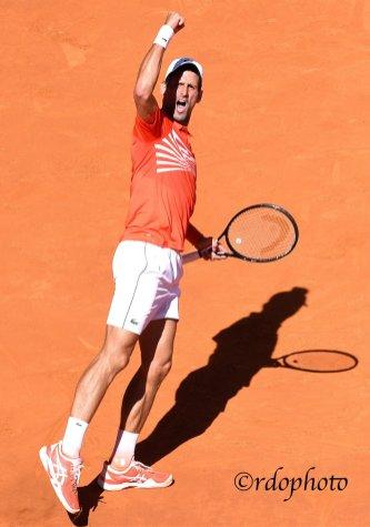 Novak Djokovic esulta dopo un punto - Madrid 2019 - foto di Roberto Dell'Olivo