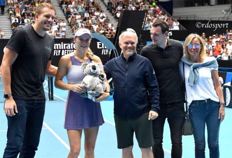Ritratto di famiglia per l'addio al tennis di Caroline Wozniacki, da sinistra il marito David, Caroline, papà Piotr, il fratello Patrik e la mamma Anna -Melbourne Arena - foto di Roberto Dell'Olivo