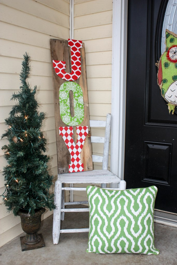 How to make a DIY Joy Pallet Sign for your porch