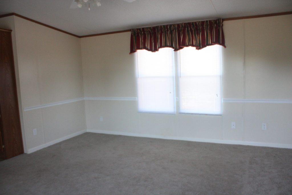 livingroombeforemobilehome3