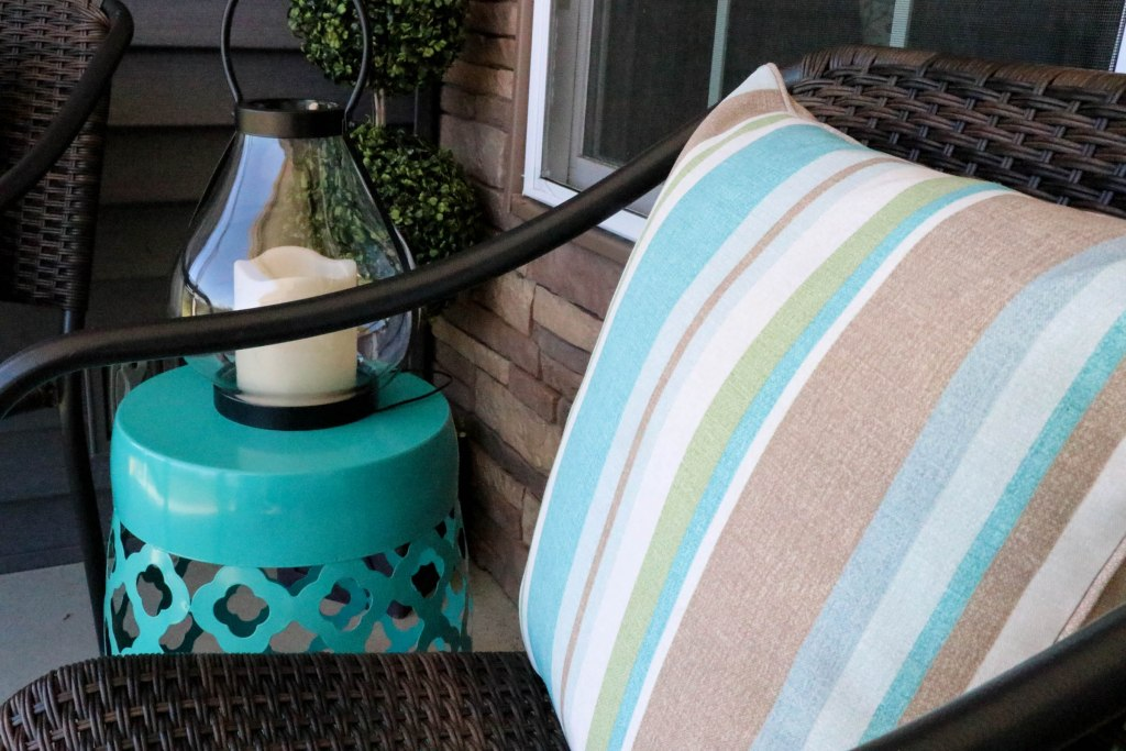 Before and After Porch Makeover for just $200! Outdoor decorating does not have to cost a fortune! Check out this post to see how she made her money go so far.