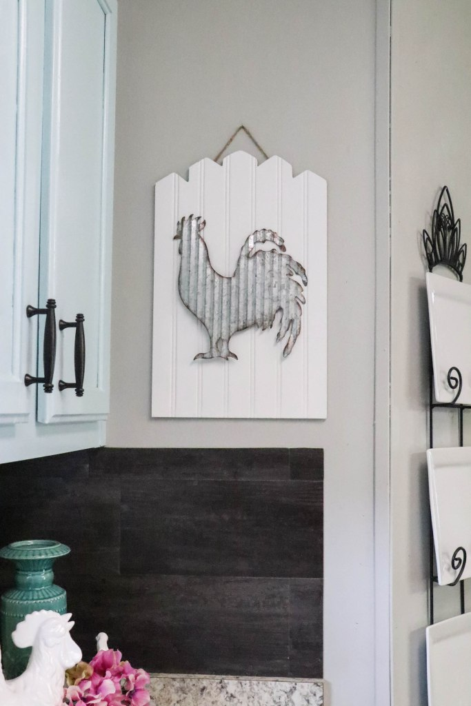 Kitchen DIYs: DIY Beadboard Rooster Sign...a 5 minute and 5 dollar project that will add that perfect bit of farmhouse charm to your home!
