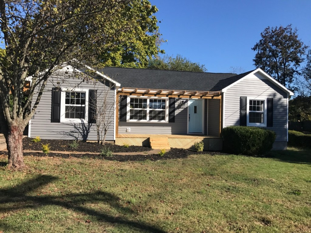 This major fixer upper got extensive renovations and it has turned out to be the star of the show! You have GOT to check this out exterior before and after!
