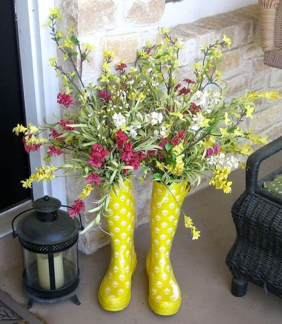 Super cute rainboots with flowers! The perfect outdoor Spring decoration!