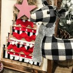 How to make a reverse canvas Christmas ribbon tree