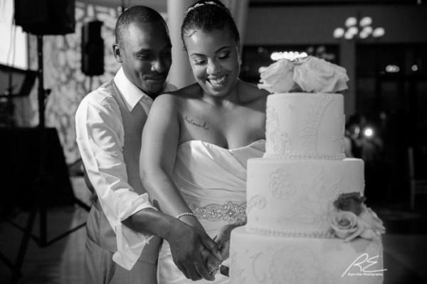 Vie Wedding cake cutting