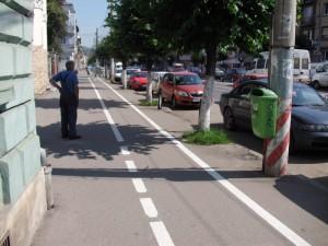 ce mai ramane pietonilor din trotuar