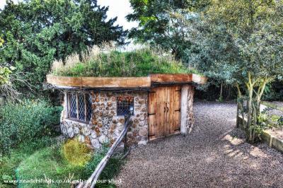 Neils cobwood roundhouse - Neil