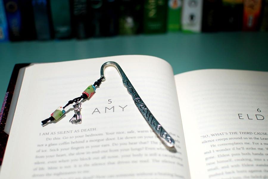 bookmark700