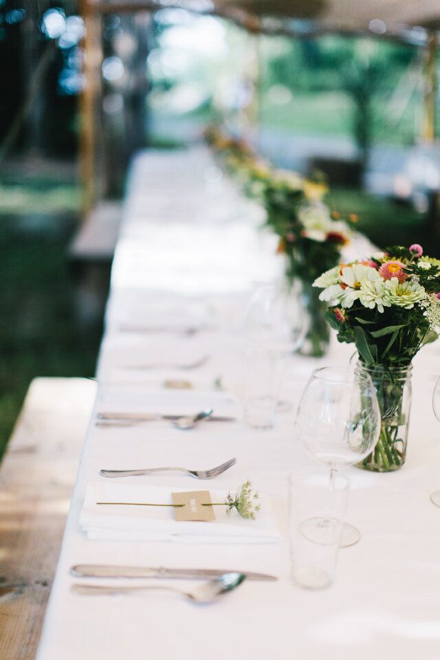 Erin-and-James-table-setting