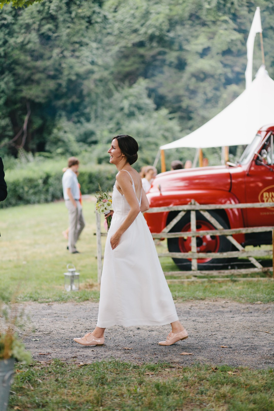 growing a minimalist wardrobe: summer weddings | reading my tea leaves