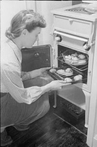 A wartime housewife (1941) (public domain)