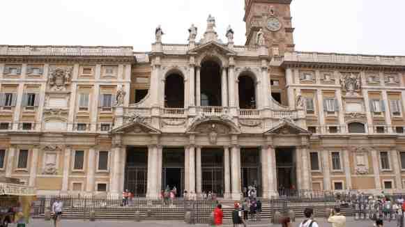 Bazylika Matki Bożej Śnieżnej, Piazza di S. Maria Maggiore