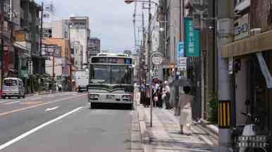 Prawdziwa Japonia - ulica i autobusy Kioto