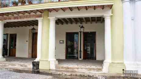 Plaza Vieja Lacoste, Hawana - Kuba