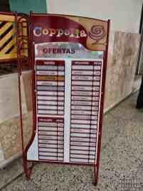 Bogata oferta lodów w Coppelia, Cienfuegos - Kuba