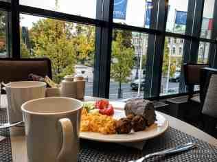 Śniadanie w hotelu Novotel - Wilno, Litwa