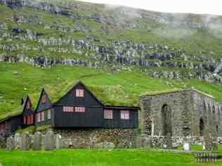 Ruiny Katedry Magnusa w Kirkjubøur, Streymoy - Wyspy Owcze