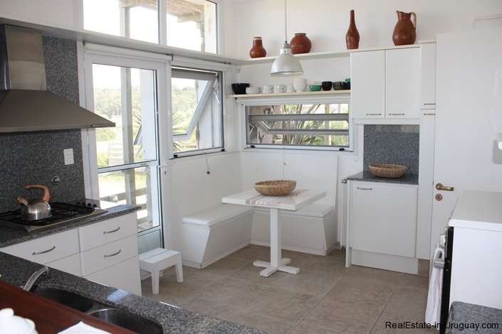 4056-Beach-House-with-Incredible-Sea-View-520