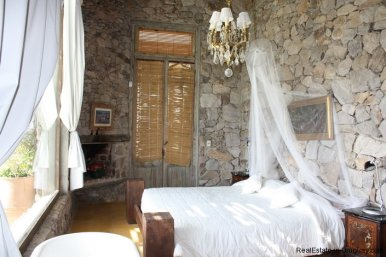 4252-Stone-House-with-Panoramic-Views-507