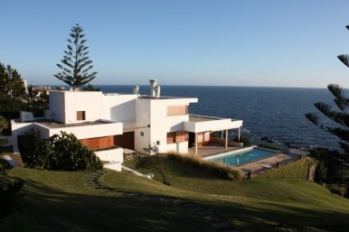 4518-Well-Built-Seafront-House-in-Punta-Ballena-850