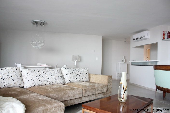 4384-Modern-Apartment-only-a-Block-from-the-Sea-1313