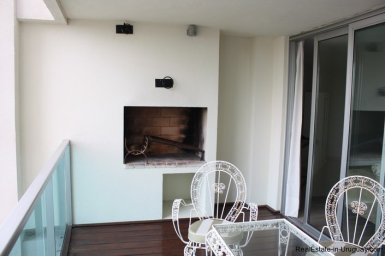 4384-Modern-Apartment-only-a-Block-from-the-Sea-1314