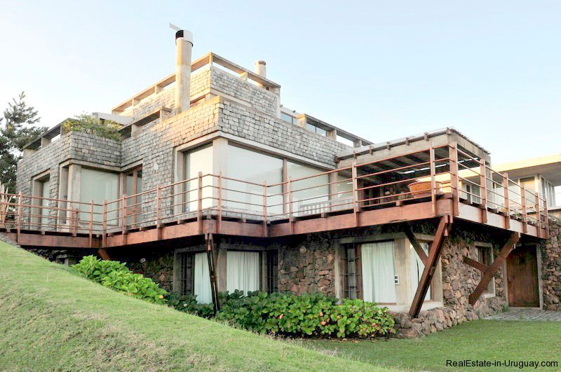 4834-Art-of-Design-with-the-Ocean-for-Rent-by-Architect-Ravazzani-in-Punta-Piedras-1145