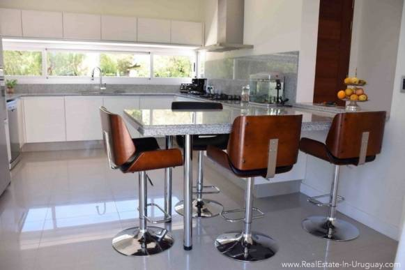 Quality Home in Beverly Hills -Kitchen with Bar