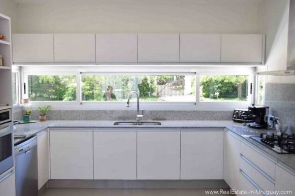 Quality Home in Beverly Hills -Kitchen
