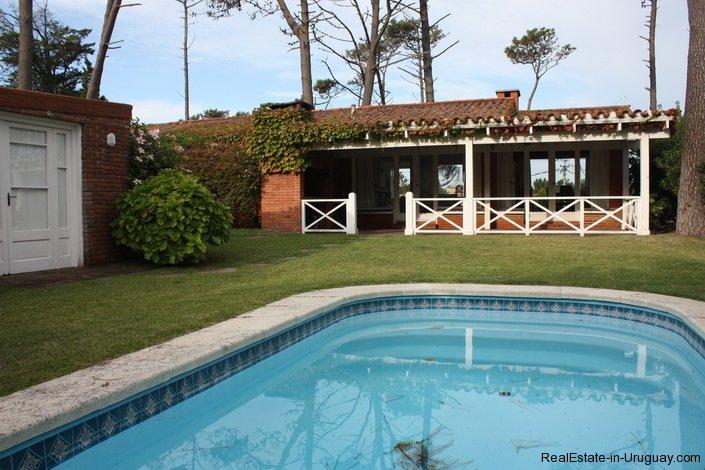 5187-Comfortable-Renovated-Home-Close-to-Playa-Brava-3547