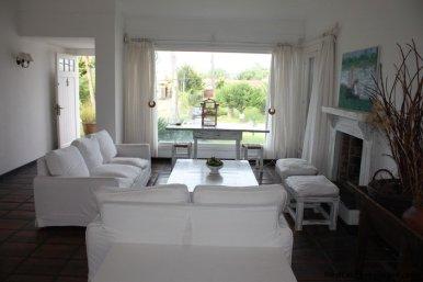 5187-Comfortable-Renovated-Home-Close-to-Playa-Brava-3548
