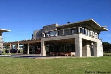 5032-Excellent-Modern-Home-in-Laguna-Estates-4012