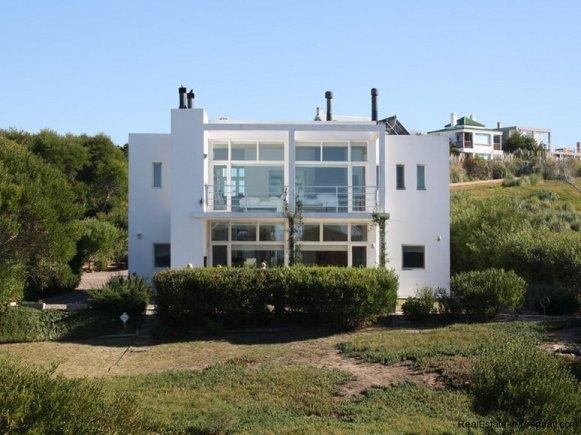 5280-Modern-Home-at-Village-Del-Faro-Jose-Ignacio-Uruguay-4092