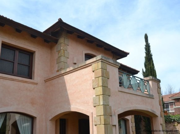 1352-Magnificent-Residence-in-Carrasco-4112