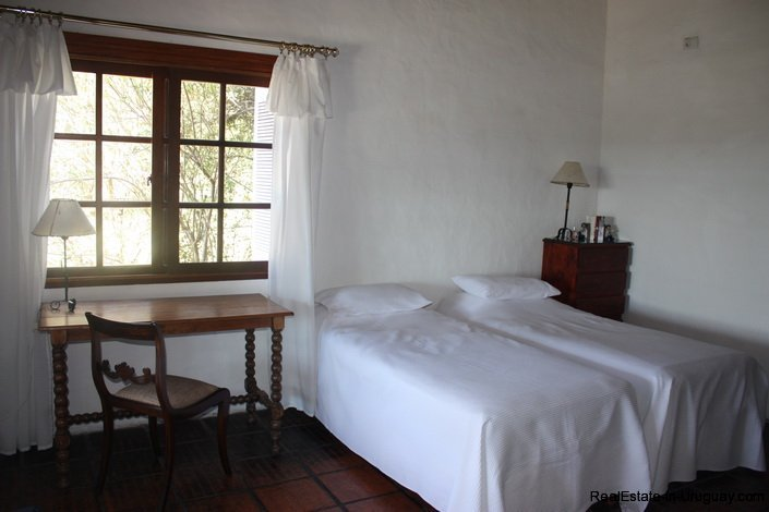 4662-Small-Country-House-in-Punta-Piedras-4236