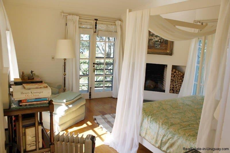 Bedroom-of-Estancia-overlooking-Laguna-Blanca-in-Manantiales
