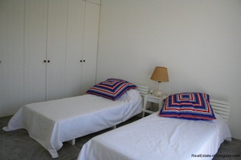 5601-Bedroom-of-Remodeled-Beach-House-La-Barra