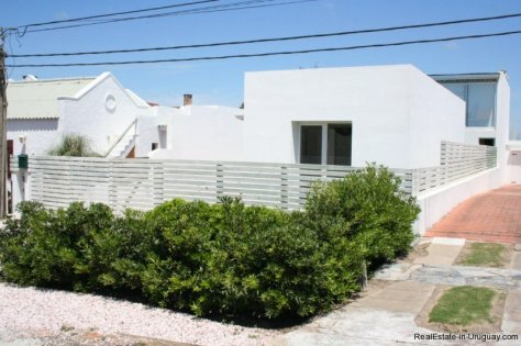 5601-Front-of-Remodeled-Beach-House-La-Barra
