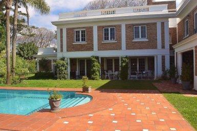 Backyard-of-Traditional-Villa-Carrasco-Montevideo
