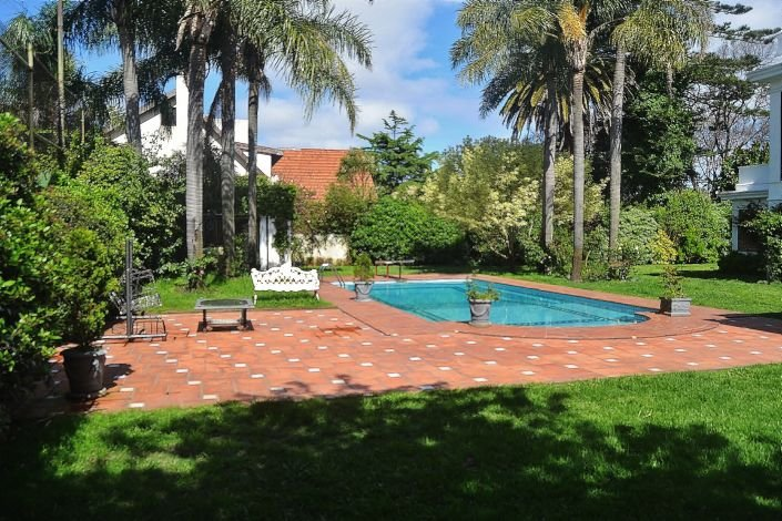 Pool-of-Traditional-Villa-Carrasco-Montevideo