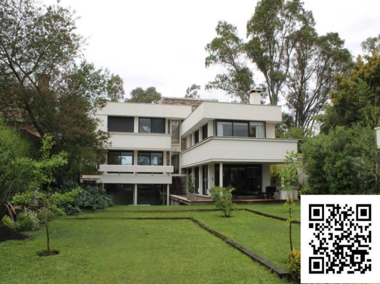 1001-Backyard-ofLake-House-in-Buceo-Area-Montevideo
