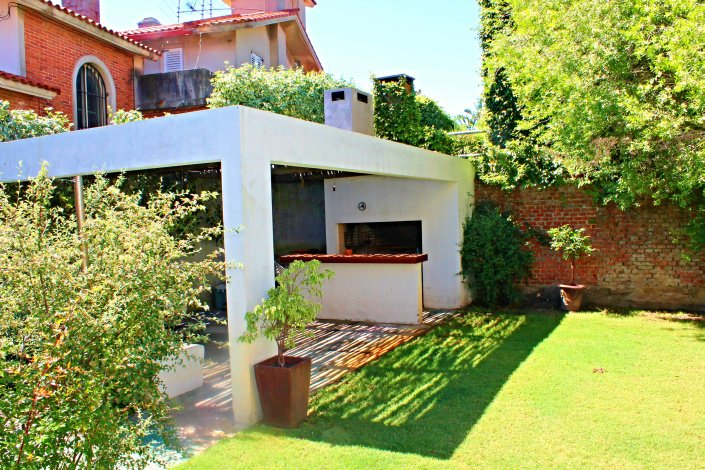 1019-Backyard-of-Villa-near-Ocean-Carrasco-Montevideo