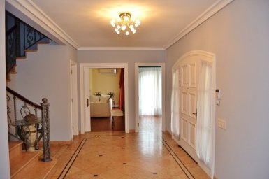 Entrance-of-Large-Home-in-Buceo-Area-Montevideo
